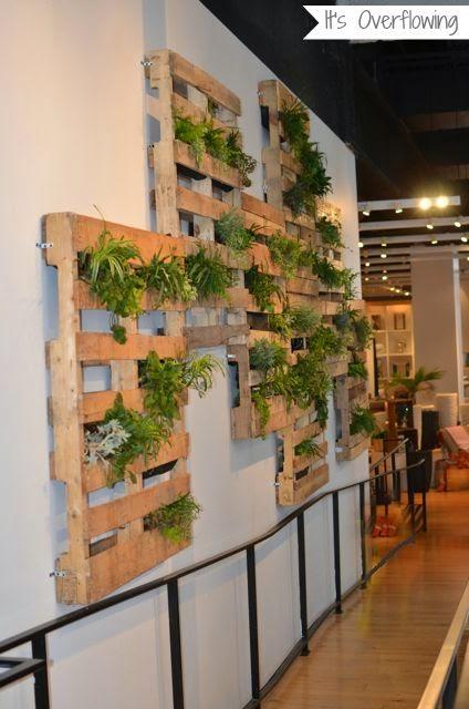 Decorando con artica jardines verticales de pared creativos for Repisas en espacios pequenos