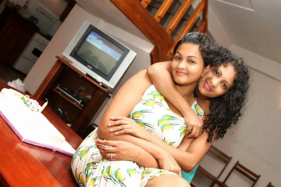Piumi Purasinghe hot hug