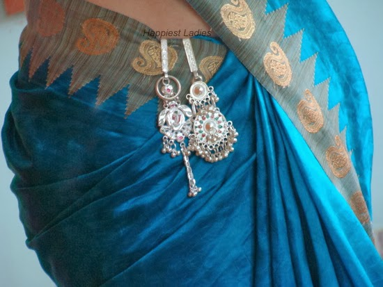 how to wear saree key chains