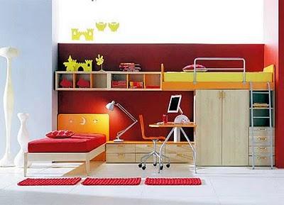 Ve duvar boyaları ile turuncu ve krem mobilyaların