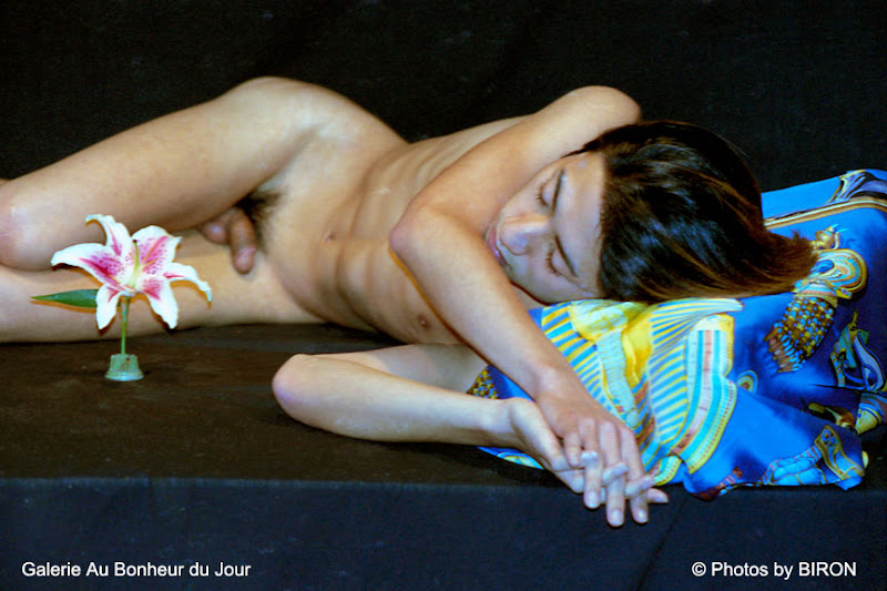 biron nus asiatiques 18 Paris Asian Male Nude Exhibition