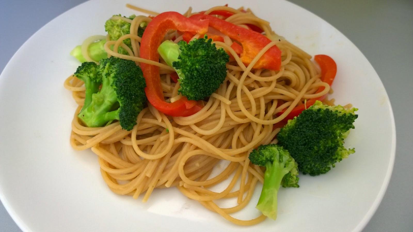 Spaghetti aux légumes et beurre de cacahuètes