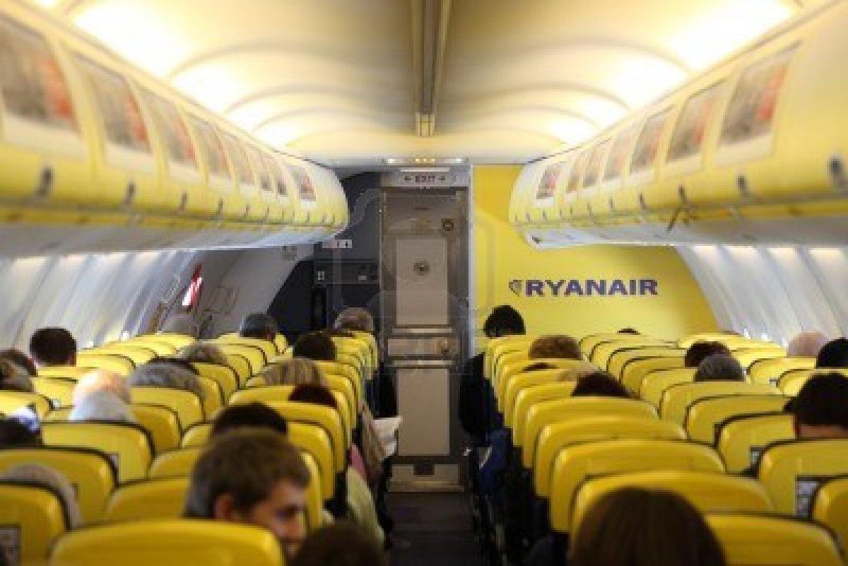 El apasionante mundo de la empresa estrategia ryanair s for Interieur avion