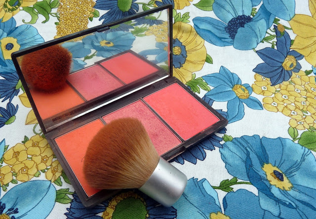 Blush Palette and EcoTools Brush | www.girlreviewsthings.co.uk