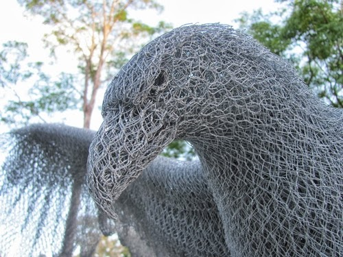 02-Eagle-Detail-Chicken-Wire-Sculptures-Sculptor-Ivan-Lovatt-www-designstack-co