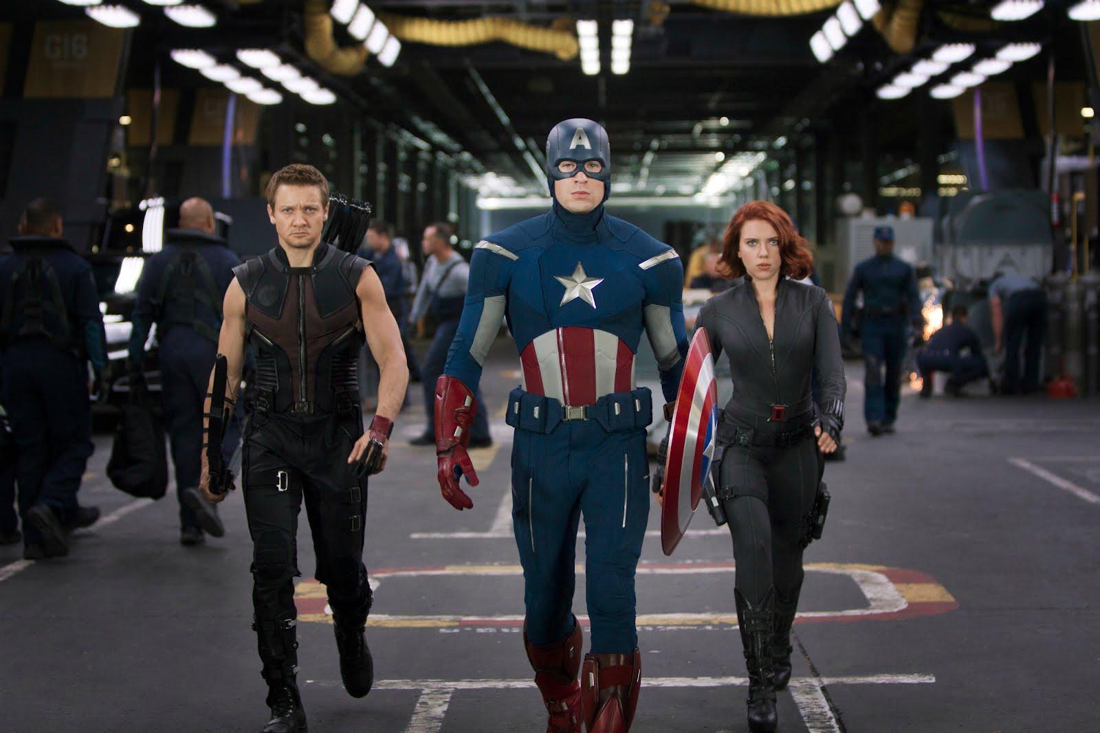 http://3.bp.blogspot.com/-TY4RipIL-8A/T0UoZiFx8nI/AAAAAAAAQI0/C1fm6LU8sJ0/s1600/avengers-hawkeye-captain-america-black-widow-jeremy-renner-chris-evans-scarlett-johansson.jpg