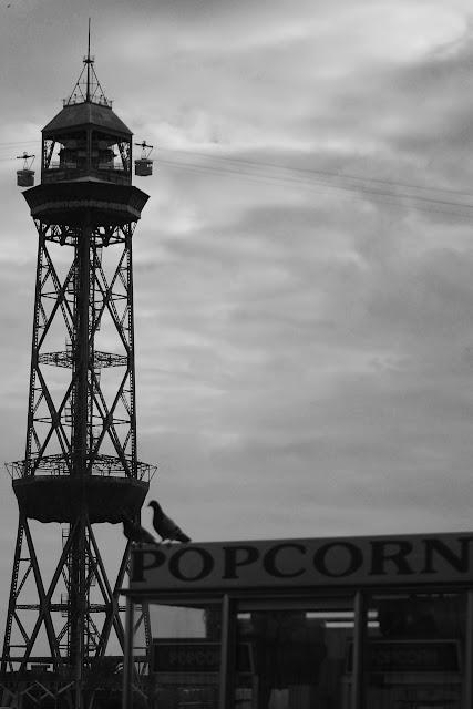 Funicular de Barcelona, palomas y palomitas
