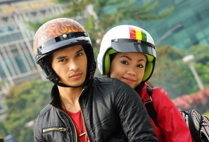 Barisan pelakon Cinta Kura-kura terdiri dari Tiz Zaqyah, Aeril Zafrel