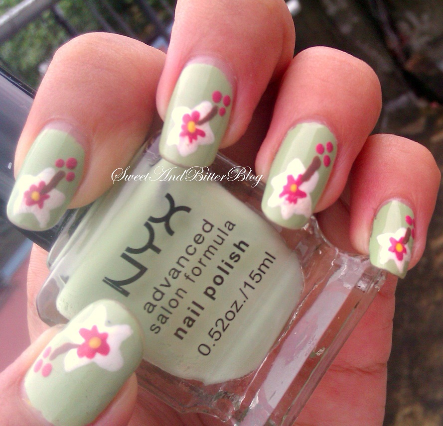 Easy To Do Nail Art: White And Pink On Pastel Green