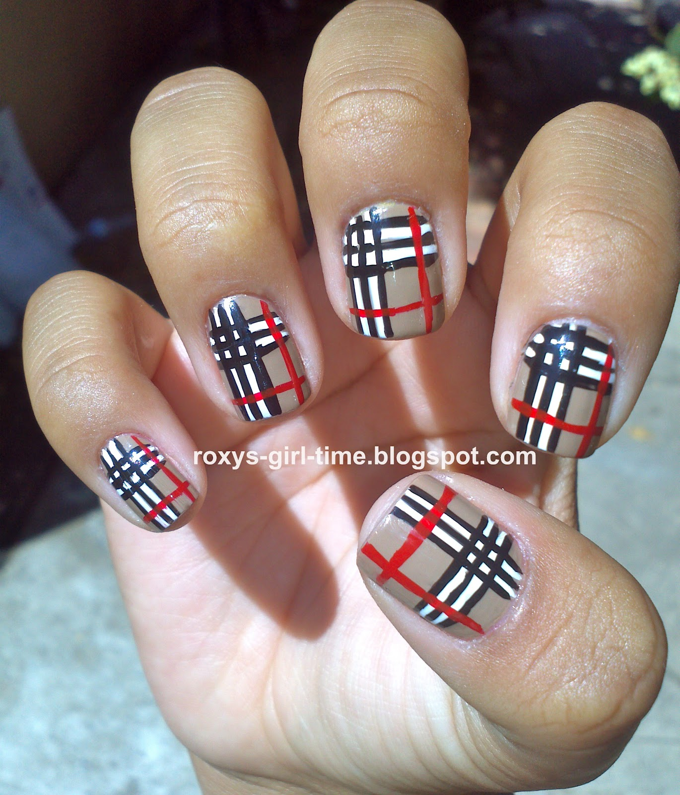 Roxys girl time notd burberry manicure i would describe how to do this manicure myself but nailsbyimichelley did such a great job in her video why deny you the opportunity to see and try it out solutioingenieria Gallery