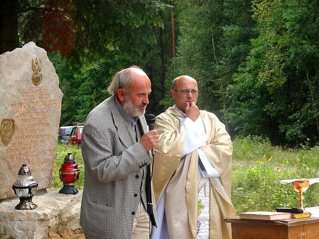 Posada, uroczystość odsłonięcia pomnika - Jan Kowalski i ksiądz Lech  Mach. Fot. 1.09.2007.