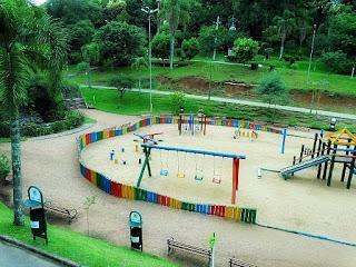 Parque Getúlio Vargas, em Caxias do Sul. Playground e área para caminhada e corrida.