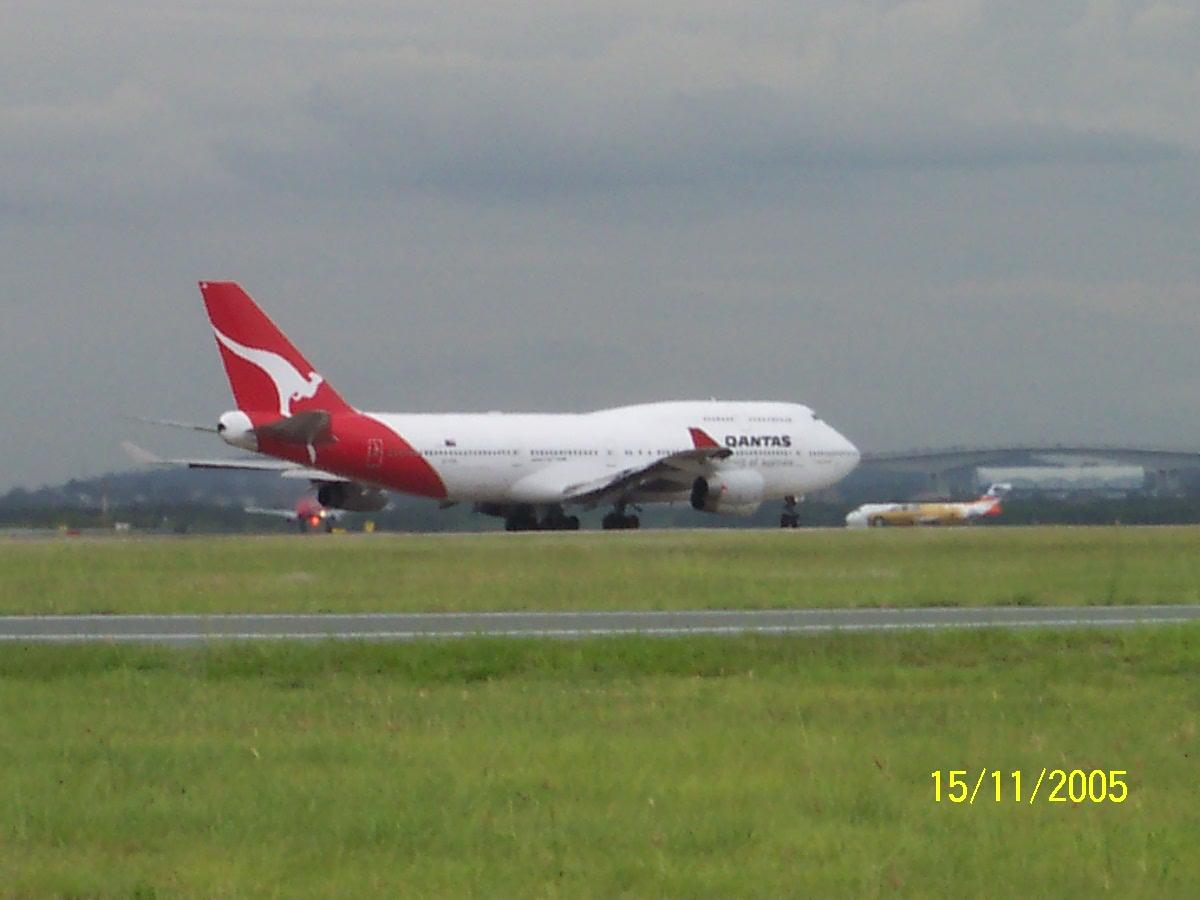 Blue apron ebt - Qantas Boeing 747 300 Vh Ebt Departs For Sydney As Qf26