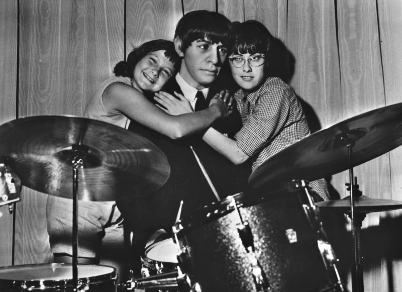 Wowthese Girls Sure Looks Like They Are Hugging The Real Ringo Starr And Not Just A Creepy Wax Dummy Of Him I Basically Think All Figures Pretty