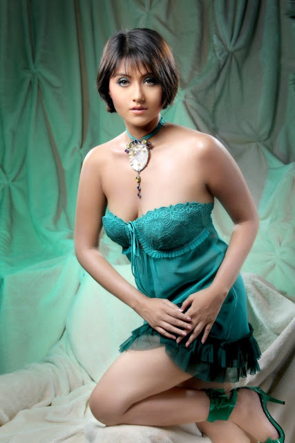 Swastika Mukherjee Latest Hot-Stills | Exclusive Cleavage Show