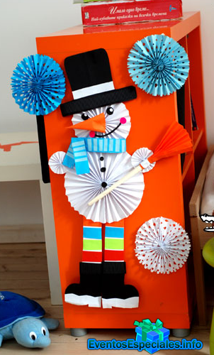 Hombre de nieve con papel y copos de hielo