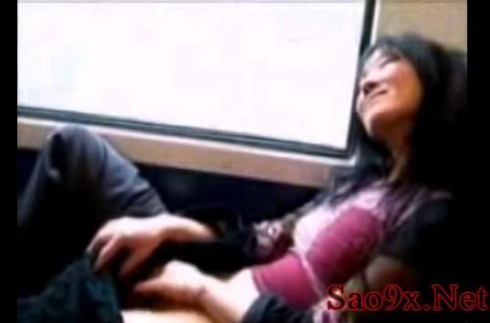 Clip sinh viên thủ dâm trên xe Bus