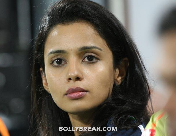 gayatri reddy of deccan chargers during the ipl 3rd place match between royal challengers bangalore and deccan chargers played at dy patil stadium on april 24 2010 in navi mumbai - (11) - Gayatri Reddy Hot Pics at IPL Matches