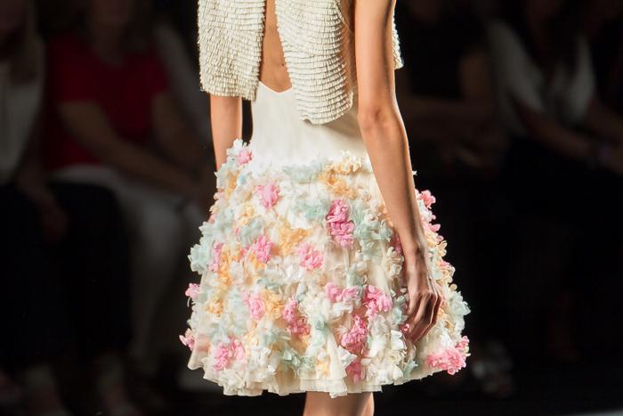 Falda con floras aplicadas de tul de colores
