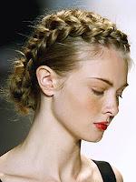 прическа с изцяло сплетена коса