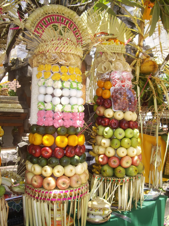 BANTEN TEGEH--COLORFUL OFFERING TOWERS