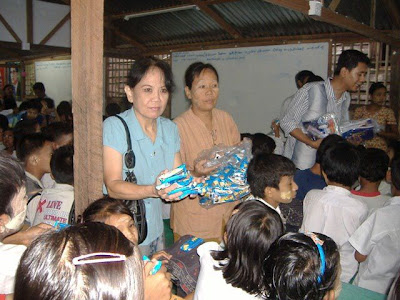 >Singers' donation go to NLD school
