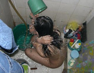 ngintip mandi cewek seksi Foto Cewek Telanjang Bugil Pada Saat Mandi Keramas