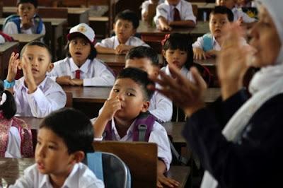 Kurikulum 2013 diterapkan di seluruh sekolah untuk kelas I, II, IV, dan V