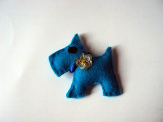 Broche perrito fieltro