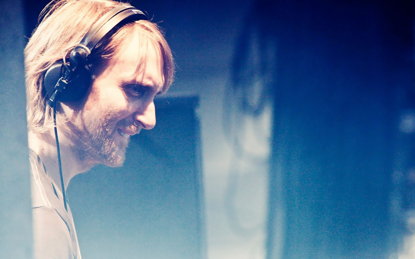 http://3.bp.blogspot.com/-TaUFzVRST5c/T_gwDpsFi-I/AAAAAAAAA0k/Qc9GRJZqT6U/s1600/Desktop-pictures-david-guetta-wallpapers-psuperos-david-guetta-wallpaper-7.jpg