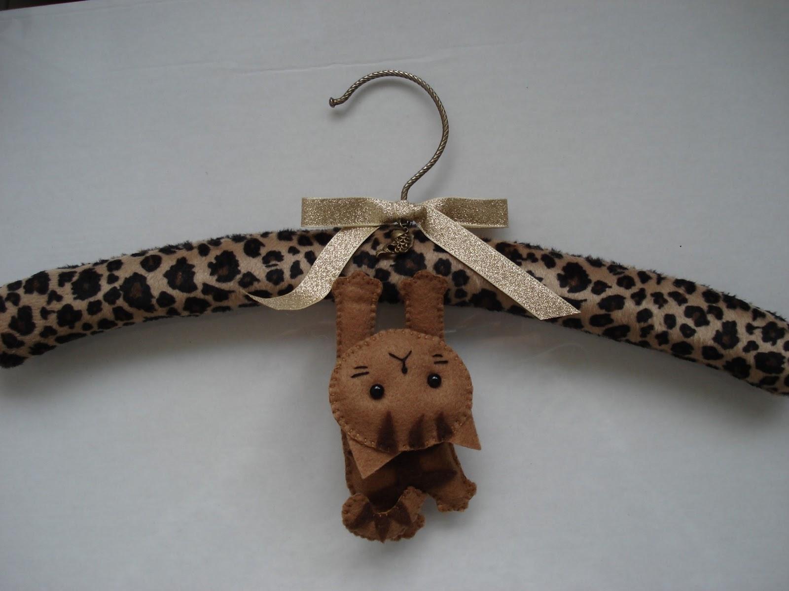 Everyweek cat craft project week 60 hanging cat hanger for Coat hanger art projects