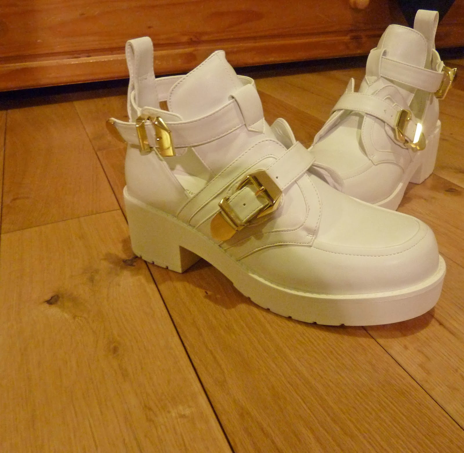 New Look White Chunky Cut Out Platform Buckle Ankle Boots