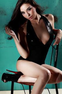 Foto Hot Manohara Bikini