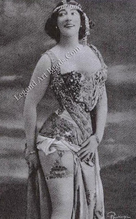 La Belle Otero wearing the gem-set bodice that Boucheron designed for her.