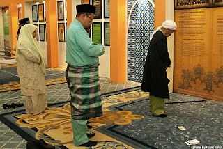 Isteri Tuan Guru Nik Aziz