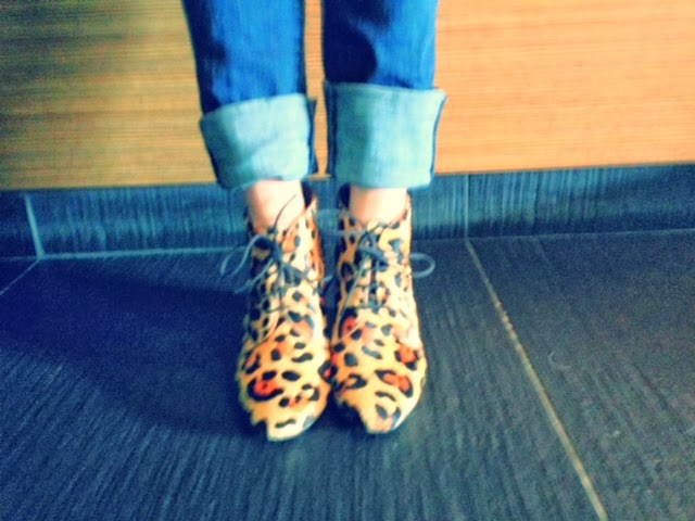Kate Spade ponyhair leopard booties, Kate Spade leopard shoes, leopard booties, cheetah print heels, J brand jeans, cuffing your jeans with heels, New York City style, blue jeans and leopard