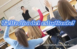 estudiantes levantando la mano