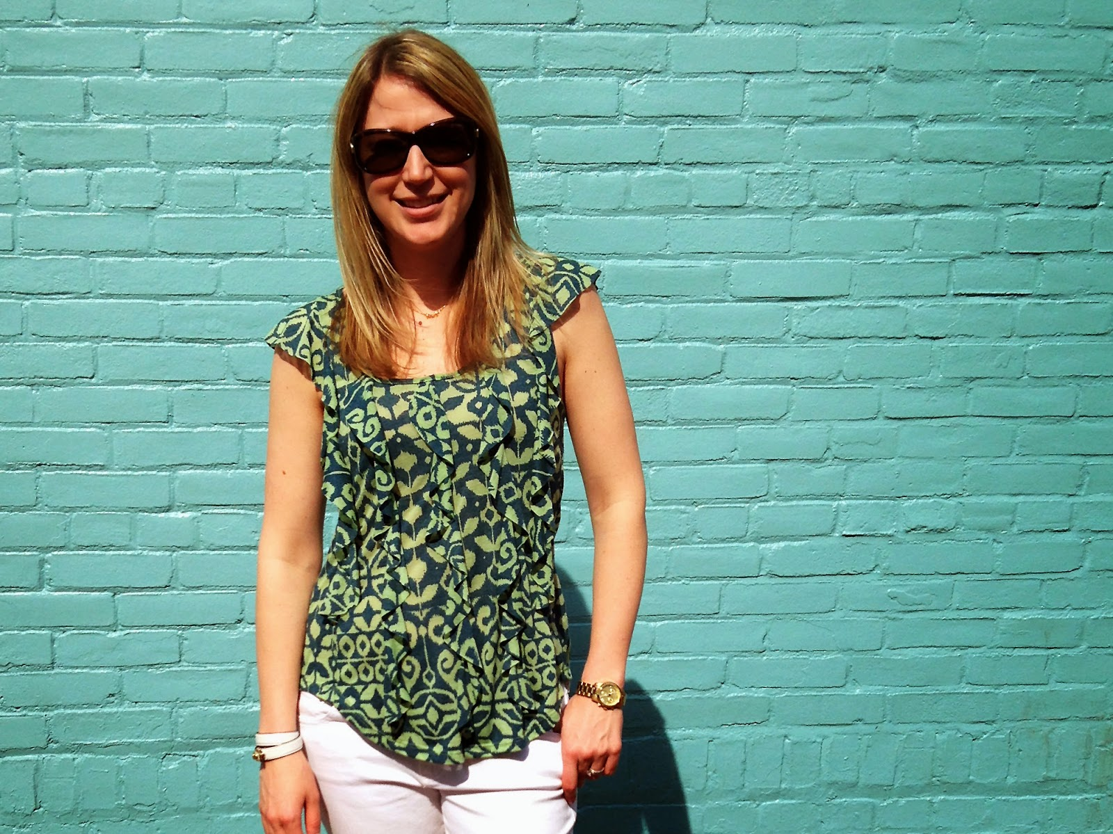 Green Printed Top + White Skinny Jeans // The Salty Hanger