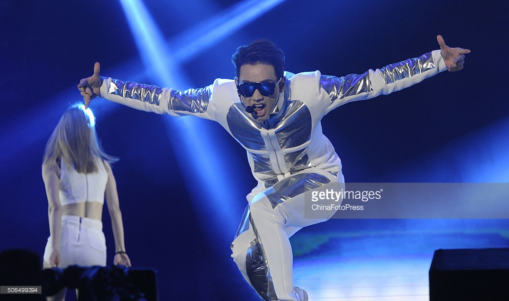 http://3.bp.blogspot.com/-TbORZUfCk5Q/VqXRTrJPMSI/AAAAAAABQww/Z1CIrNTb41I/s1600/south-korean-singer-rain-performs-onstage-during-his-concert-the-picture-id506499394.jpg