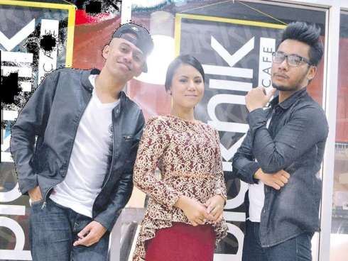 Altimet, Awi Rafael dan Asmidar Bukan penyanyi picisan