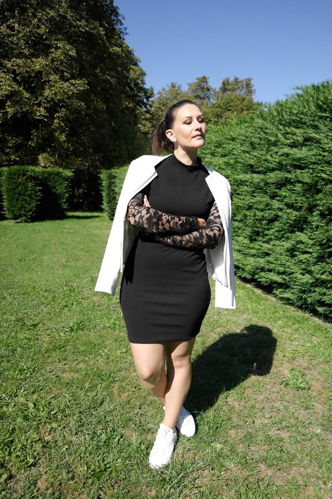 robe noire et dentelle