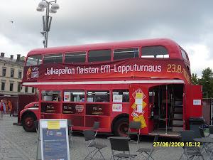 Tenniskursseille voi tulla joko bussilla tai muuten vaan - Tervetuloa
