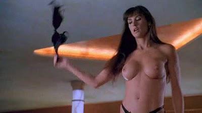 Barras en topless versus clubes de striptease