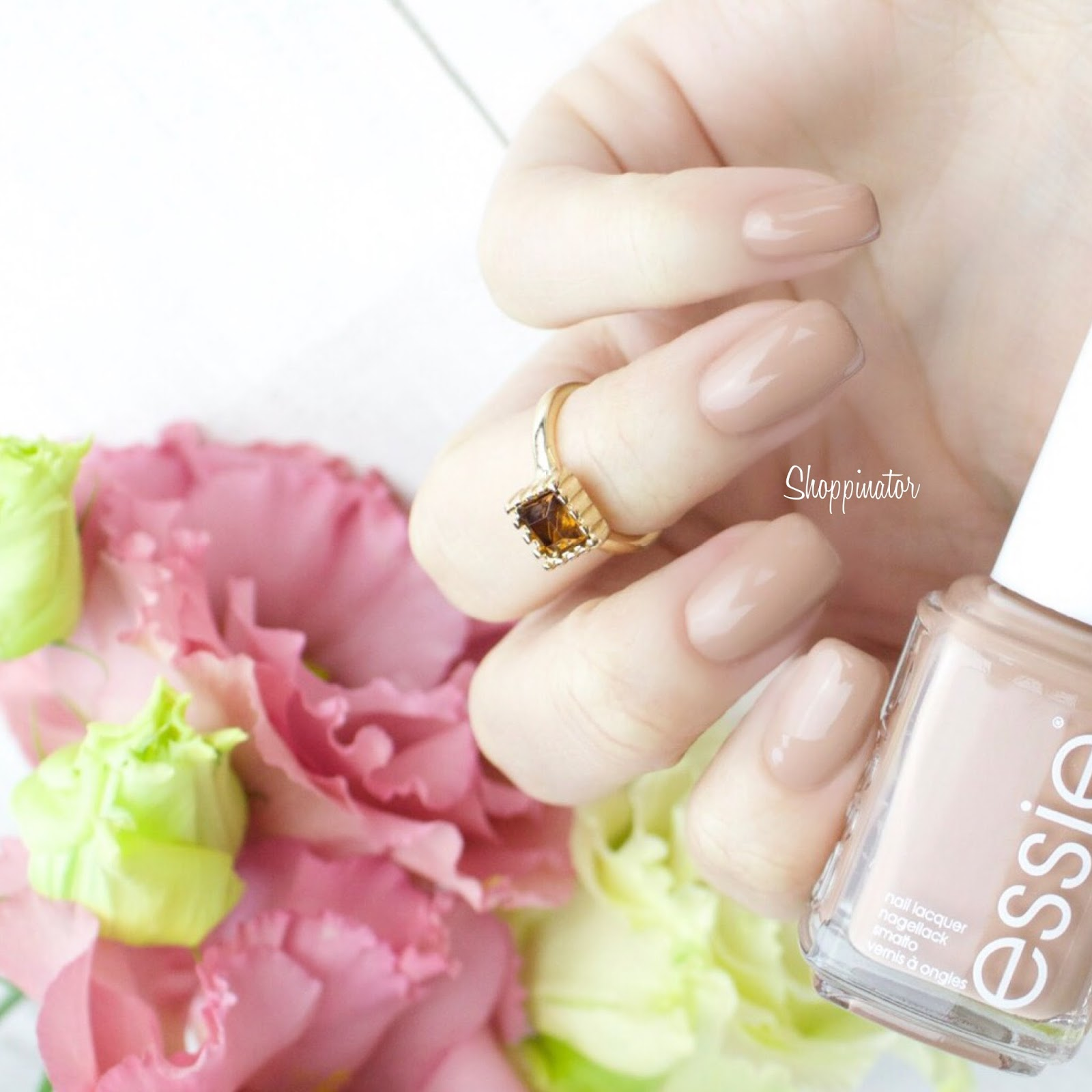 essie-spring-le-frühling-swatches-swatch-review-flowerista-lila-flowers-nagellack-nailpolish-limitiert-notd-nailoftheday-shoppinator-perennial-chic-blossom-dandy-garden-variety-petal-pedal-pushers-picked-perfect-garden-variety