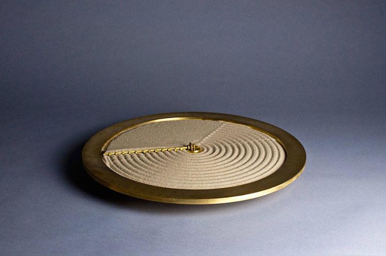 El reloj de arena por el estudio Ayaskan
