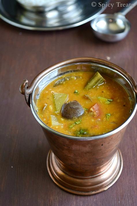 Spicy TreatsKathirikkai Maangai Murangaikai Sambar / Drumstick