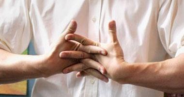 فرقعة (طقطقة) الأصابع تسبب خلل مزمن بمفاصل اليد