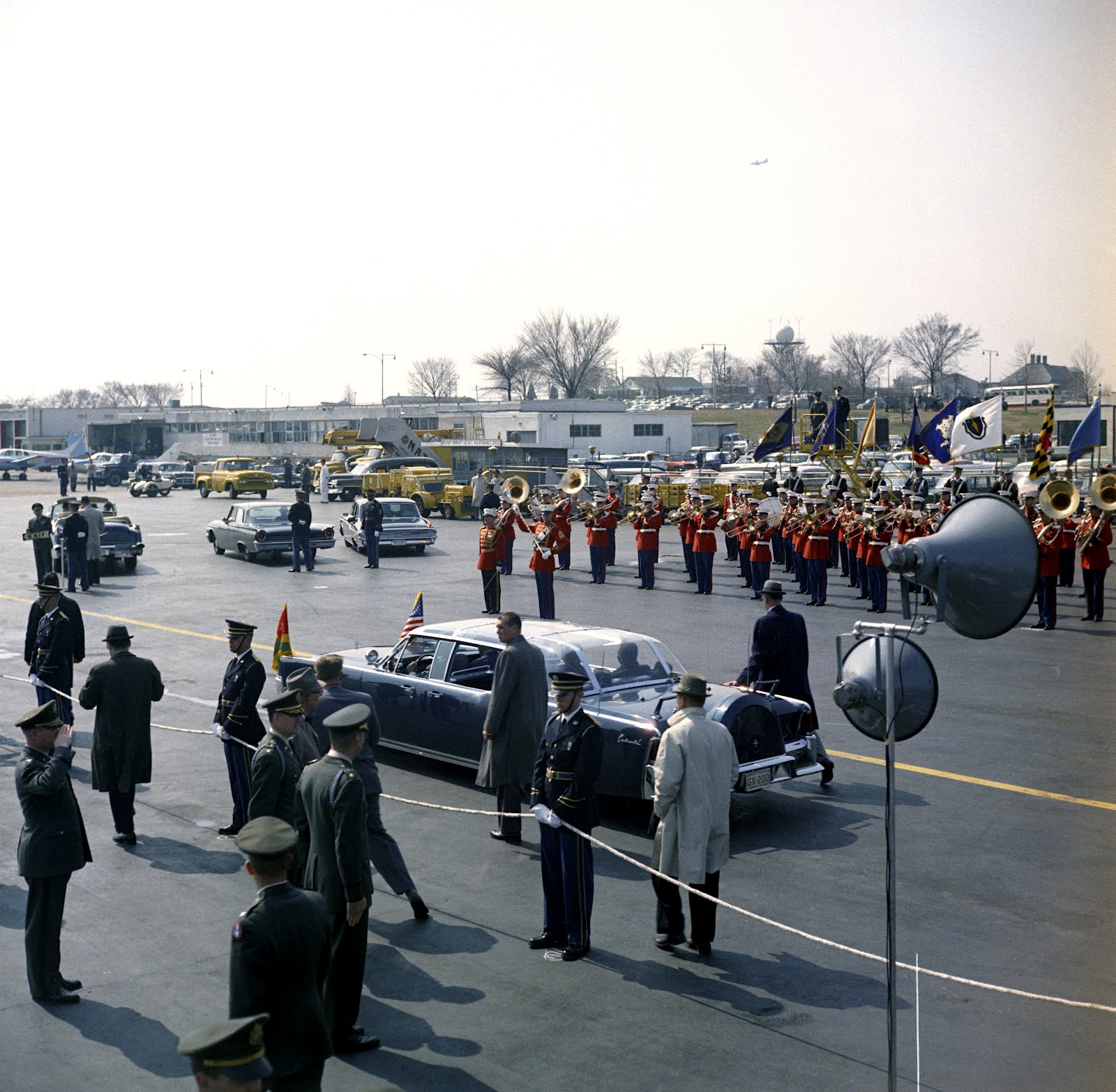 The bubbletop JFK supposedly hated+ agents beside the limo, 3/20/62