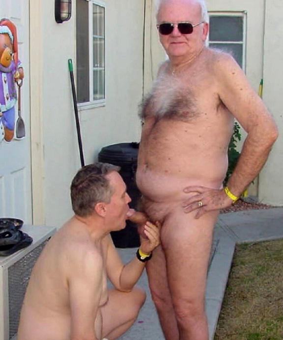 Not Homens nus se beijando