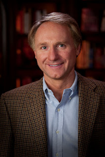 escritor dan brown